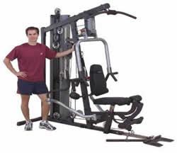 imagen Hombre y aparato gym, en Equipamiento gimnasios - Deportes y recreación