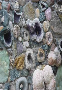 Muro de piedras preciosas, en Piedra – Texturas