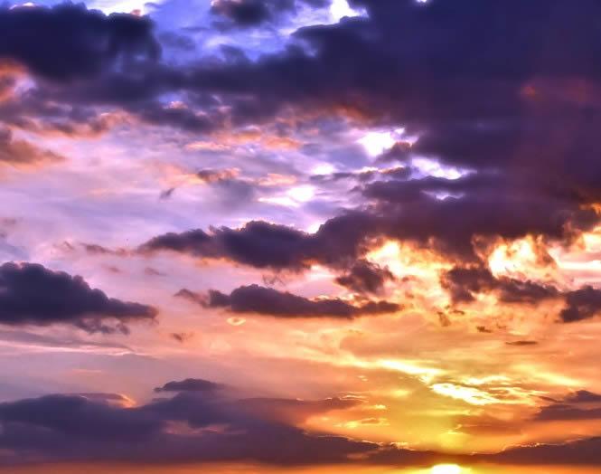 Puesta de sol brillante, en Cielos – Objetos paisajísticos