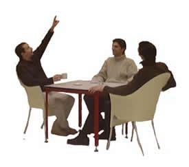 Tres jóvenes sentados, en Fotografías para renders – Personas